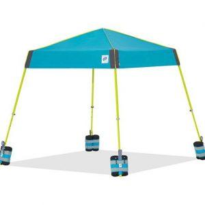 Чанти с тежести за шатри E-Z UP® Weight Bags монтирани на краката на сгъваема шатра